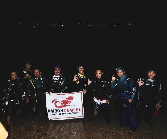 Ganti Tahun, Sejumlah 'Divers' Selam Malam di Teluk Ambon