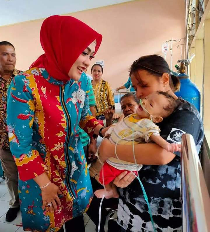 Bayi Penderita Gizi Buruk Dikunjungi Istri Gubernur Maluku