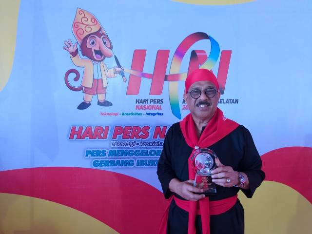 Wali Kota Ambon Terima Anugerah Kebudayaan PWI di HPN 2020