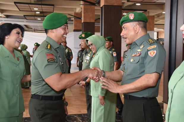 45 Pati TNI Bergeser Posisi, Mayjen Isaac Pattipeilohy Jadi Staf Khusus Kasad