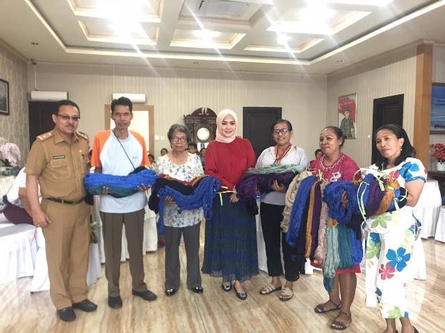 Dekranasda Maluku Berdayakan Pengrajin Tenun Ikat