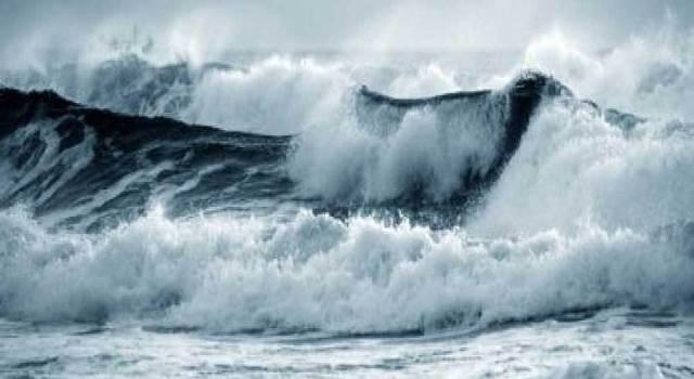 BMKG:  Gelombang Setinggi 4 Meter Berpeluang Terjadi Di 3 Wilayah Ini