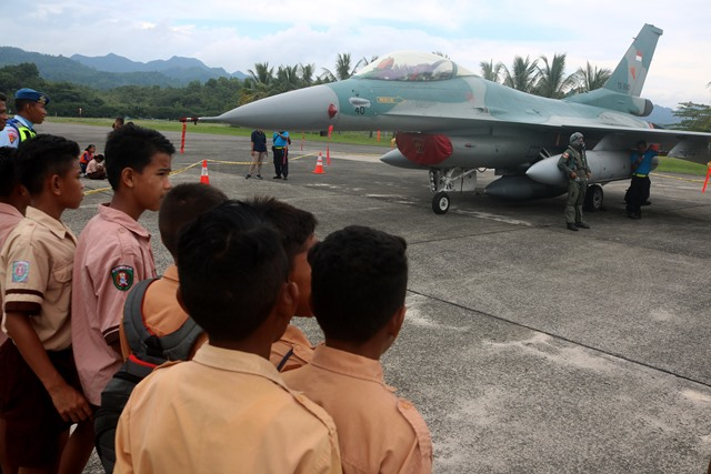 Ingin Saksikan Pesawat Tempur F-16, Ratusan Siswa Padati 'Pattimura Open Base'