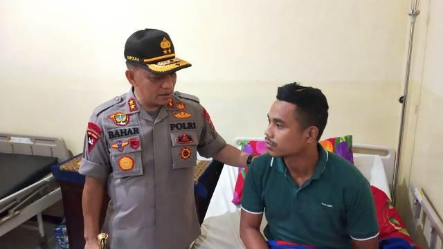 Kapolda Maluku Jenguk Personel Brimob Korban Pembacokan