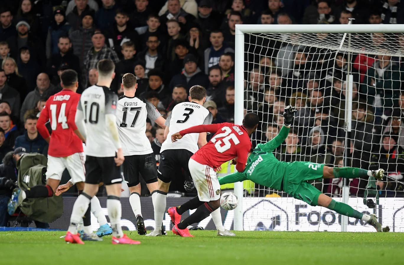Piala FA Manchester United Kalahkan Derby County 3 0