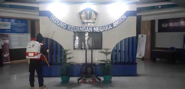 Gedung Keuangan & BPKP Jadi Sasaran Semprot Disinfektan PMI Maluku