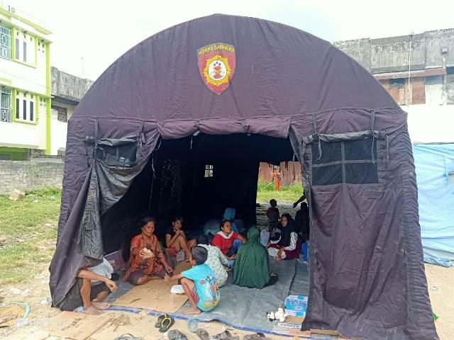 Polresta Ambon Bangun Tenda Bagi Korban Kebakaran Di Ongkoliong