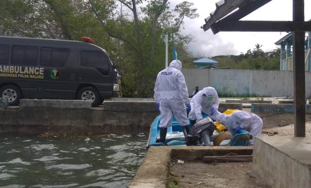 ABK KM Guna Bahari Meninggal, Polisi Evakuasi Pakai APD Lengkap