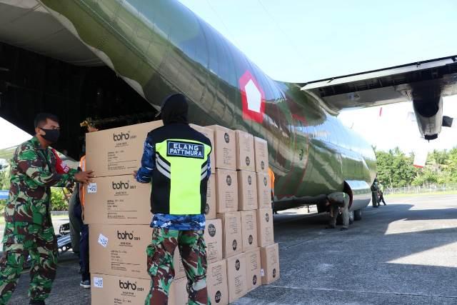 Ribuan APD Bantuan Kemenkes Tiba di Lanud Pattimura