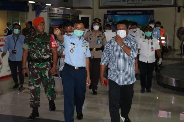 Danlanud & Ketua DPRD Maluku Tinjau Bandara Pattimura