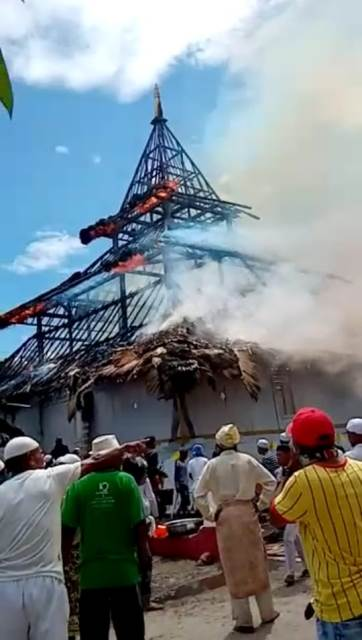 Masjid Negeri Rohomoni Terbakar