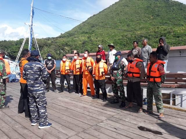 Usai Mati Mesin, Kapal Pengangkut BBM Berhasil Ditarik Ke Pelabuhan Banda