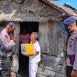 Serentak Brimob Polda Maluku Berbagi Bersama Warga