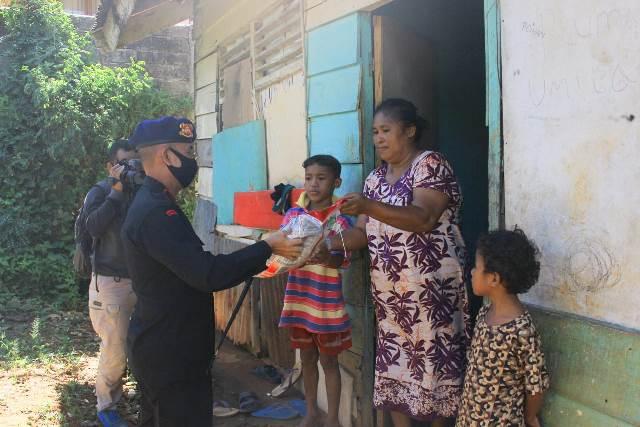 Brimob Polda Maluku Peduli Warga Kurang Mampu