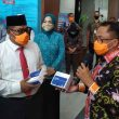 PDIP Maluku Serahkan Bantuan 4.800 Alat Rapid Test & 5.000 Masker