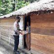 Brimob Polda Maluku Bagikan Paket Pangan Di Hitu