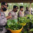 Personel Brimob Buka Dapur Lapangan Di Saumlaki