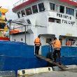 Brimob Patroli Tanggap Bencana Di Pelabuhan Saumlaki