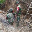 Antisipasi Longsor Di Piru, TNI – Polri & Warga Pasang Bronjong