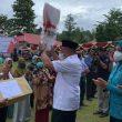Kunker Ke SBB, Gubernur Maluku Serahkan Bantuan APD Ke Sejumlah Puskesmas