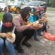 Kapolres Malteng Salat Dzuhur & Makan Bersama Pendemo