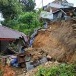 Dua Rumah Di Kelurahan Waihoka Nyaris Ambruk Akibat Longsor