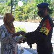 Brimob Maluku Berbagi Ringankan Beban Warga Terdampak Pandemi Covid-19
