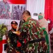 Syukuran HUT Ke-75 Korps Brimob, Kapolda Maluku Suapi Personel Termuda