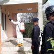 Brimob Maluku Semprotkan Disinfektan Di Permukiman Warga Namlea