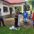 Polsek Nusalaut Musnahkan 130 Liter Sopi