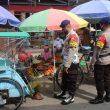 Intensifkan Patroli Jalan Kaki, Brimob Maluku Edukasi Protokol Kesehatan