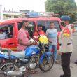 Sambangi Sopir Angkutan Umum, Brimob Maluku Edukasi Protokol Kesehatan
