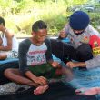 Cuaca Buruk, Brimob Maluku Intensifkan Patroli Sambangi Nelayan