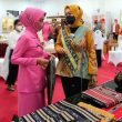 Ketua Dekranasda Maluku Serahkan Bantuan Modal Usaha Bagi 10 IKM