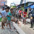 Anak-Anak Ikut Bantu Satgas TMMD Ke-110 Bangun Drainase