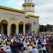 Ribuan Umat Muslim Salat Idul Fitri di Masjid Raya Alfatah