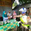 Wakapolda Maluku Pimpin Patroli Kamtibmas Bagi Masker ke Warga