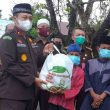 Kejati Maluku Salurkan Bantuan Pangan di Leihitu