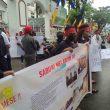 Warga Sabuai Demo Kejati Maluku